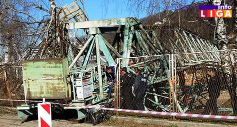 IL-Spik-Iverica-kran Srušio se gvozdeni kran od 12 metara na magistralni put