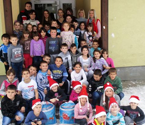 IL-CK-paketici-3 Novogodišnji paketići obradovali decu sa seoskog područija
