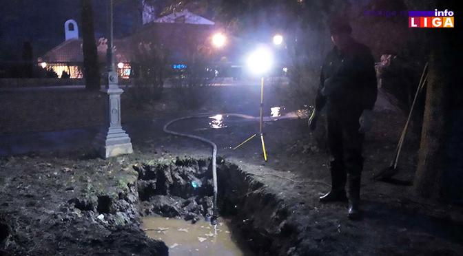 Pukla vodovodna cev u gradskom parku