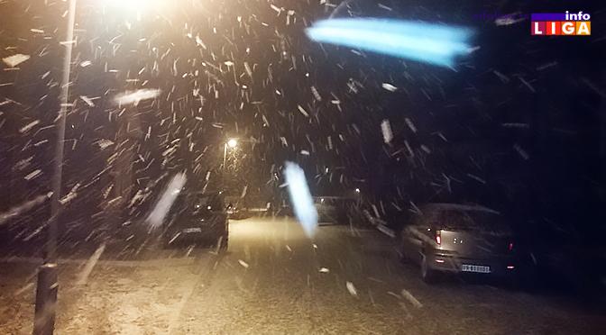 Snežna vejavica u ponoć (VIDEO)
