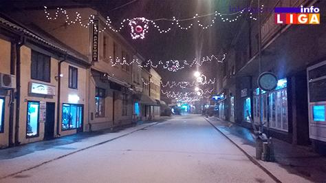 IL-sneg3 Snežna vejavica u ponoć (VIDEO)