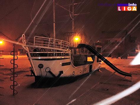 IL-sneg4 Snežna vejavica u ponoć (VIDEO)