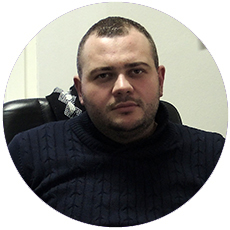 IL-Momcilo-Mitrovic Izvlačili iz smetova bolesnu staricu