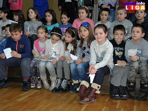 IL-rsum-i-deca Ršum obradovao svojom posetom osnovce