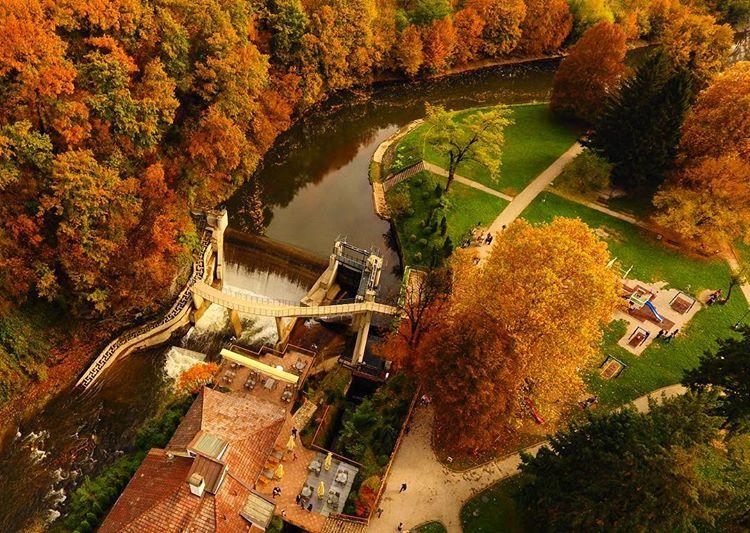 Jesen-u-gradskom-parku Dronom iz vazduha do izuzetnih fotografija