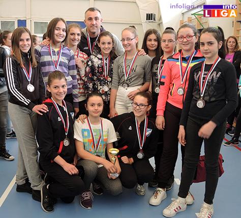 IL-Mladje-pionirke-drugo-mesto-ZOK-Ivanjica Preko 200 devojčica učestvovalo na Vaskršnjem odbojkaškom turniru