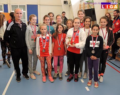 IL-Mladje-pionirke-trece-mesto-OK-Prilike Preko 200 devojčica učestvovalo na Vaskršnjem odbojkaškom turniru