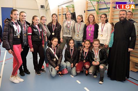IL-Pionirke-fer-plej-Dragacevo-Guca Preko 200 devojčica učestvovalo na Vaskršnjem odbojkaškom turniru