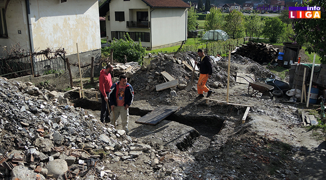 Humani sveštenik i komšije grade kuću porodici Jovičinac