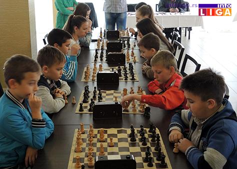 IL-turnir-sah-vaskrs-decaci3 Vaskršnji turnir u šahu okupio oko 30 učesnika