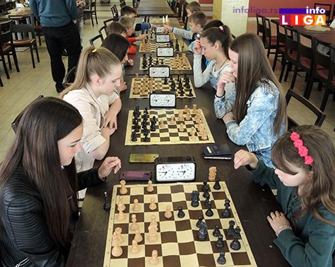IL-turnir-sah-vaskrs-devojcice Vaskršnji turnir u šahu okupio oko 30 učesnika