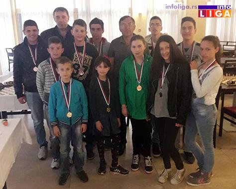 IL-turnir-sah-vaskrs-nagradjeni Vaskršnji turnir u šahu okupio oko 30 učesnika