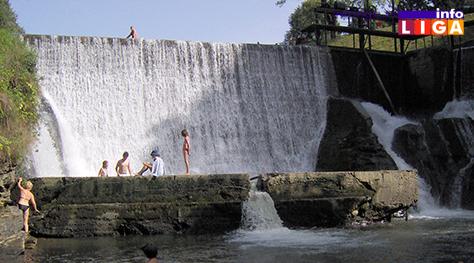 IL-naper-vodopad ''Simfonija za rušenje'' mosta čeka izvođača radova