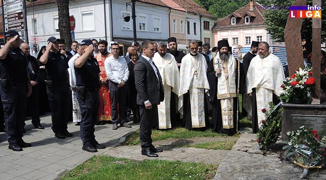 Položeni venci na spomen obeležje poginulim vojnicima i policajcima