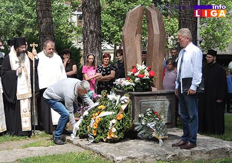 IL-polaganje-venaca3 Položeni venci na spomen obeležje poginulim vojnicima i policajcima