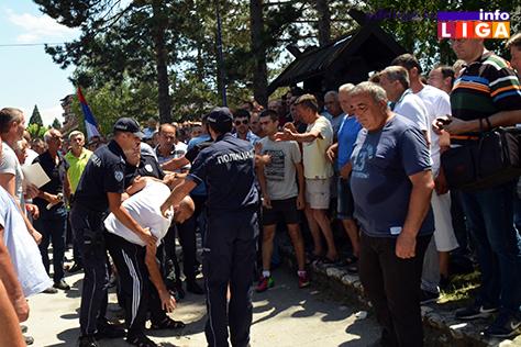 IL-protest-malinara-5 Zahtev malinara je cena 1,83 evra ili 7.jula blokiraju sve hladnjače u Srbiji