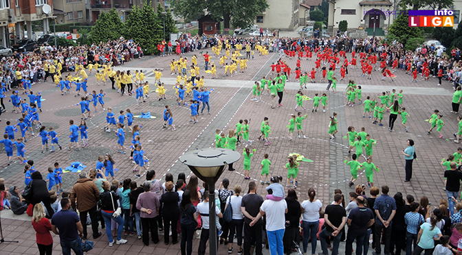 """Mališani na trgu Doma kulture u manifestaciji """"Rastimo uz ples"""""""