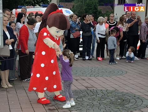 IL-rastimo-uz-ples-ivanjica10 Mališani na trgu Doma kulture u manifestaciji ''Rastimo uz ples''