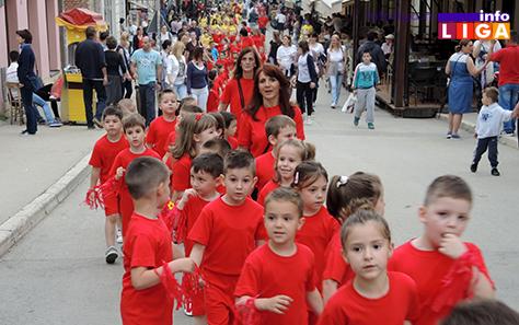 IL-rastimo-uz-ples-ivanjica2 Mališani na trgu Doma kulture u manifestaciji ''Rastimo uz ples''