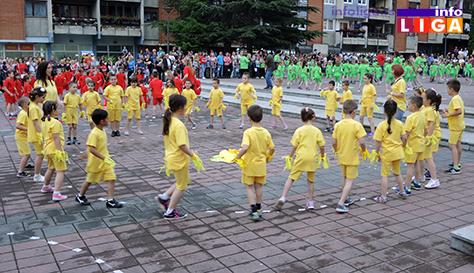 IL-rastimo-uz-ples-ivanjica6 Mališani na trgu Doma kulture u manifestaciji ''Rastimo uz ples''