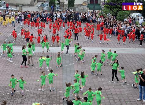 IL-rastimo-uz-ples-ivanjica8 Mališani na trgu Doma kulture u manifestaciji ''Rastimo uz ples''