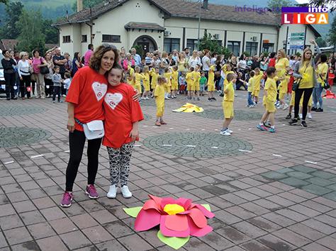 IL-rastimo-uz-ples-ivanjica9 Mališani na trgu Doma kulture u manifestaciji ''Rastimo uz ples''