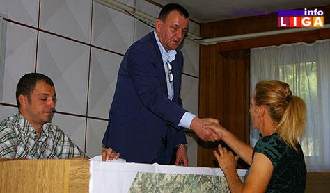 IL-pcele-ugovori3 Opština Ivanjica donirala košnice nezaposlenim ženama za pokretanje sopstvenog biznisa