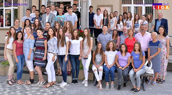 Predsednik opštine Ivanjica ugostio i nagradio najbolje učenike