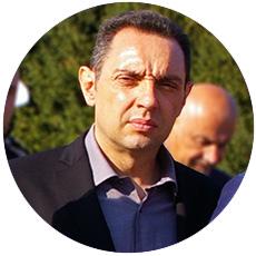 "IL-aleksandar-vulin Premijerka i ministar odbrane u poseti preduzeću ""Milan Blagojević"" Lučani"