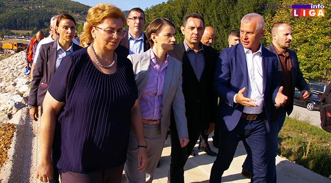 "Premijerka i ministar odbrane u poseti preduzeću ""Milan Blagojević"" Lučani"
