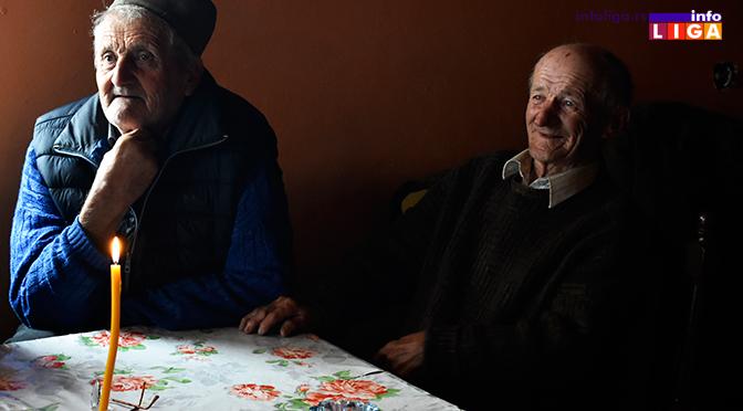 Danonoćno radili da bi struja stigla u selo a sada stare uz sveću