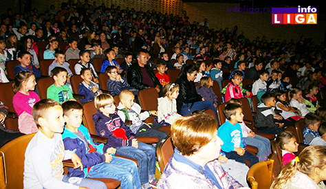 IL-decija-nedelja-predstava-DK Deca se družila sa predsednikom opštine a kasnije uživala na predstavi