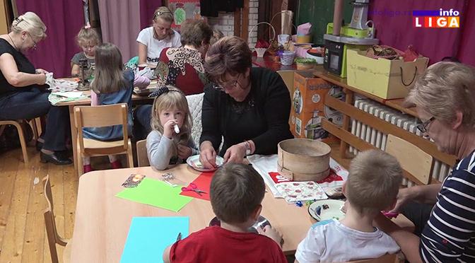 Mališani sa bakama i mamama ukrašavali stare predmete (VIDEO)