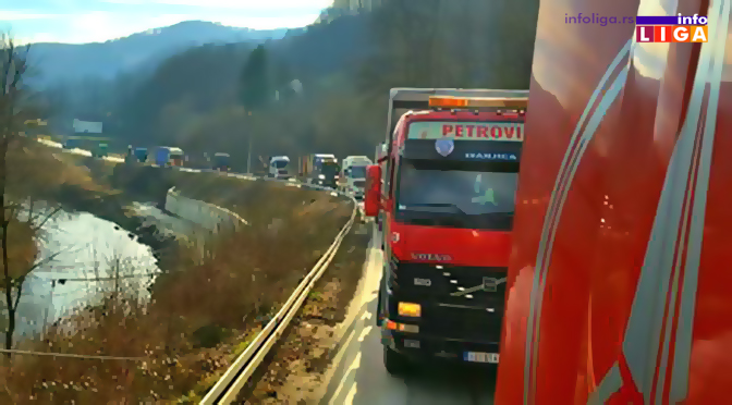 Kamionskim karavanom obeležili Božić (VIDEO)