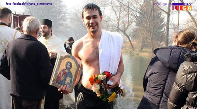 Siniša prvi doplivao do časnog krsta