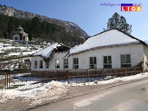 IL-krov-skola-mocioc2 Urušio se krov stare škole u Močiocima