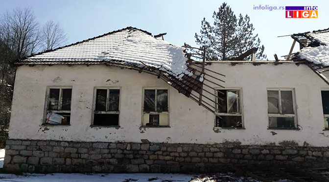 Urušio se krov stare škole u Močiocima