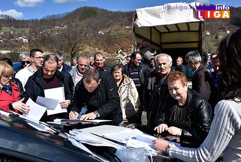 IL-podela-sadnica-3 Ivanjička opština donirala 50.000 elitnih sadnica malina sorte ''willamette''