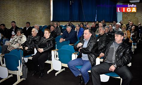IL-podela-sadnica-4 Ivanjička opština donirala 50.000 elitnih sadnica malina sorte ''willamette''