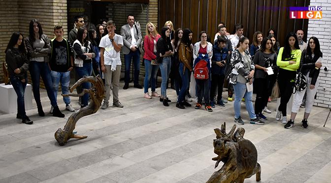 Nesvakidašnje skulpture u ivanjičkom Domu kulture