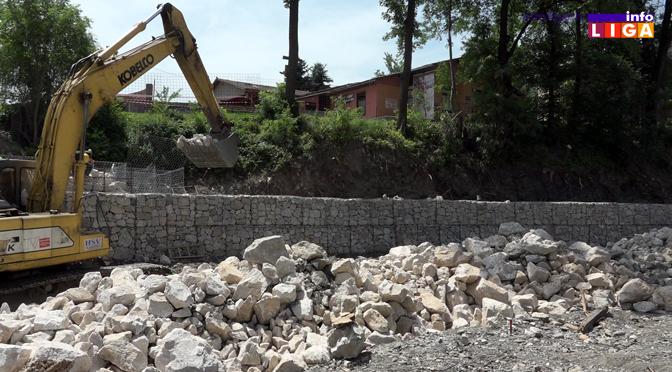 Radovi na sanaciji obaloutvrde uzvodno od napera (VIDEO)