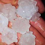 Grad u Lukama probijao crepove, uništio useve