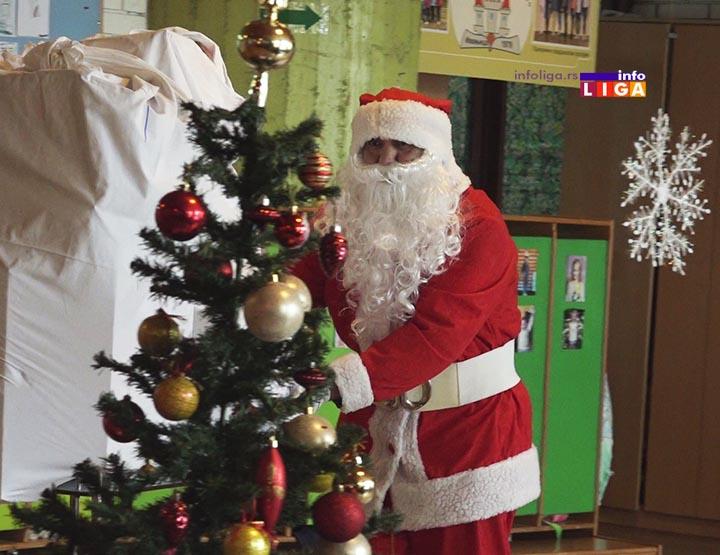 Deda Mraz stigao u ivanjičke vrtiće (VIDEO)