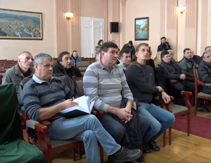 IL-malinari-sastanak-uzice3 Mahmutović: Obećanja data malinarima ispunjena!