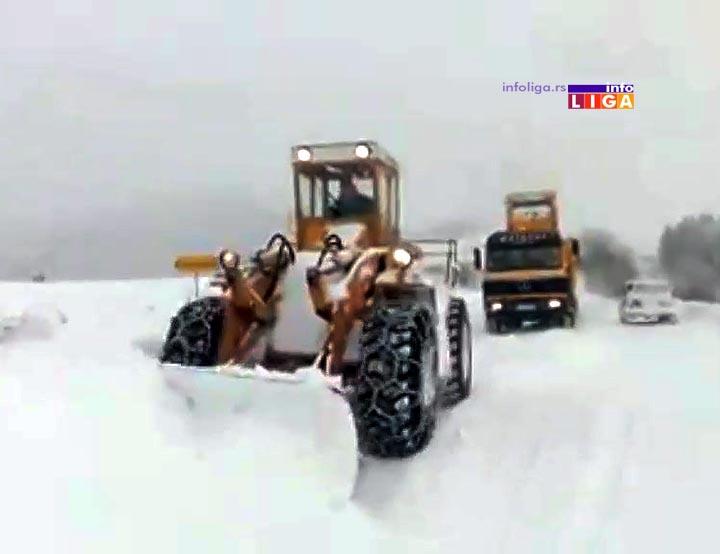IL-ciscenje-u-punom-jeku Borba sa snegom u Ivanjici u punom jeku (VIDEO)