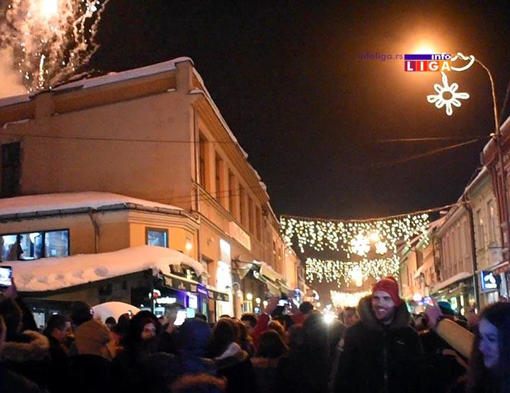 Ivanjičani dočekali srpsku Novu godinu na trgu u centru grada (VIDEO)
