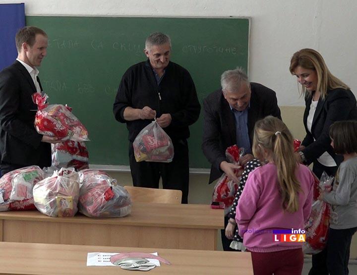 IL-dunav-bratljevo-paketici-2 Kompanija Dunav osiguranje obradovala mališane škole u Bratljevu (VIDEO)