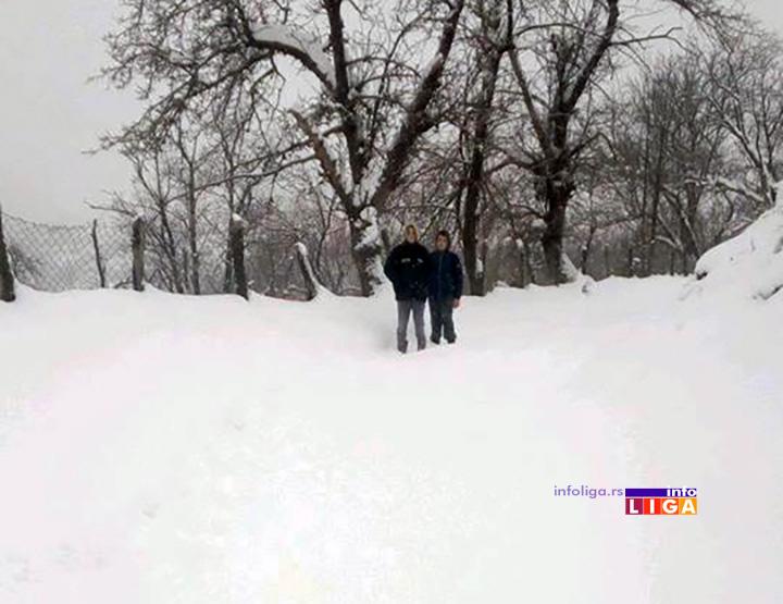 IL-kovilje-radoje-tosic-u-snegu2 Jedanaestoro mališana zavejano, koviljska škola danas bez đaka
