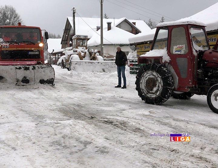 IL-sneg-bratljevo Meštani podgolijskih sela ratuju sa snegom (VIDEO)
