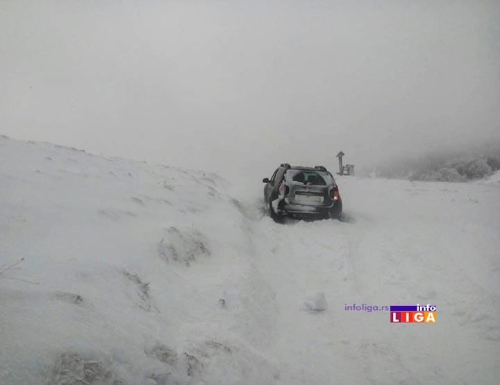 IL-sneg-golija-preko-brdo-dv Sneg u višim predelima pola metra, održavanje puteva po prioritetima